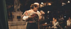 tancujúci manželský pár